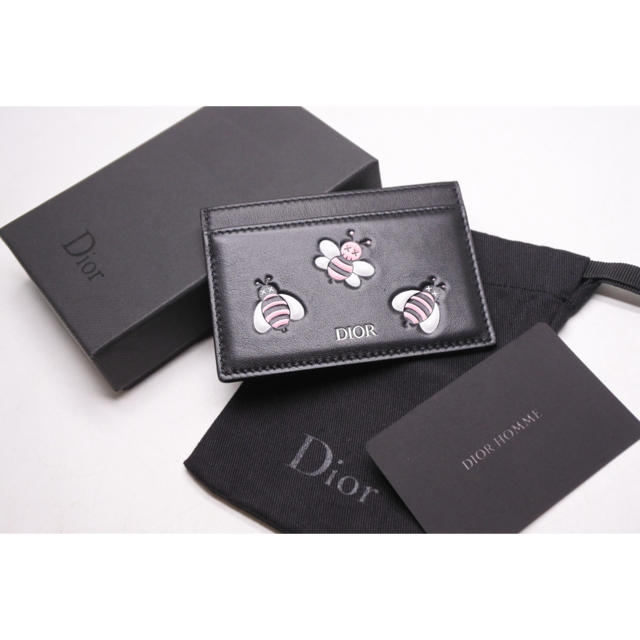 Christian Dior(クリスチャンディオール)のDIOR KAWS カーフスキン カードケース ディオール メン オム カウズ メンズのファッション小物(名刺入れ/定期入れ)の商品写真