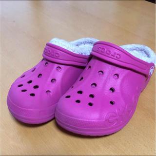クロックス(crocs)のクロックス ピンク サンダル モコモコ(サンダル)