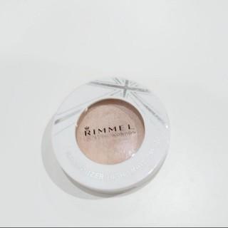 リンメル(RIMMEL)のリンメル イルミナイザー 002 ハイライトクリーム(フェイスカラー)