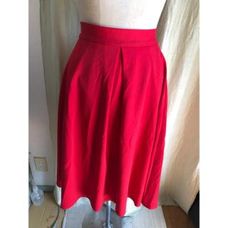 ジーユー(GU)のGU 赤 ジャージー生地 スカート(ひざ丈スカート)
