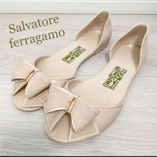 サルヴァトーレフェラガモ(Salvatore Ferragamo)のフェラガモ 25.5 イタリア製 ピンク ラバーシューズ サンダル リボン(サンダル)