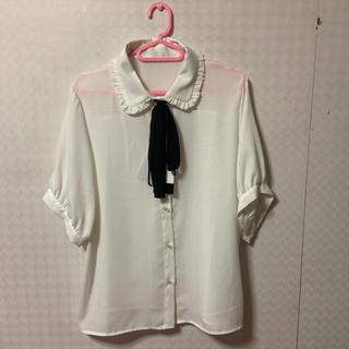 アベイル(Avail)の襟フリルボウタイブラウス  3L 量産型(シャツ/ブラウス(半袖/袖なし))