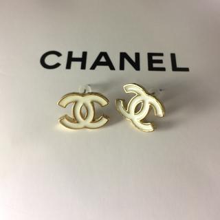 CHANEL - 新品 CHANEL ピアス/ホワイト