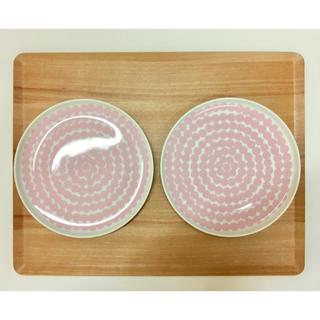 マリメッコ(marimekko)の【新品】マリメッコ  シイルトラプータルハ プレート20cm 2枚セット(食器)