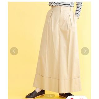 メルロー(merlot)のmerlot 裾折り返しワイドタックパンツ ベージュ(カジュアルパンツ)