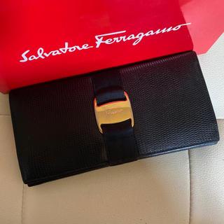 Salvatore Ferragamo - 美品 サルヴァトーレ  フェラガモ ヴァラ  長 財布 リザード 調 ブラック