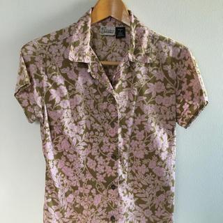 パタゴニア(patagonia)のシャツ パタゴニア ピンク グリーン 花草模様(その他)