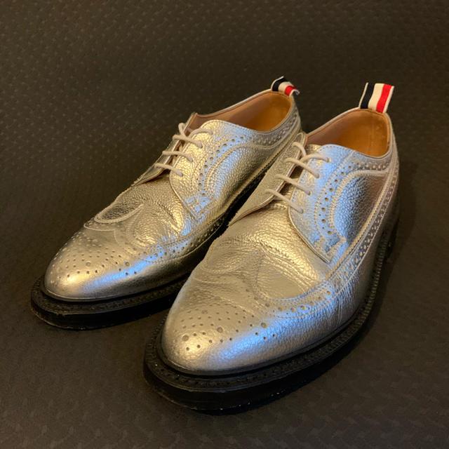 THOM BROWNE(トムブラウン)のTHOM BROWNE シルバー US7.5 ウィングチップ 限定 トムブラウン メンズの靴/シューズ(ドレス/ビジネス)の商品写真