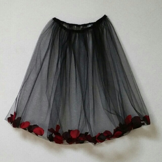 花びらの入った チュールスカート