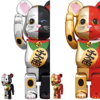 メディコムトイ(MEDICOM TOY)のBE@RBRICK 招き猫 銀×黒 金×赤 100% & 400%/2体セット(その他)