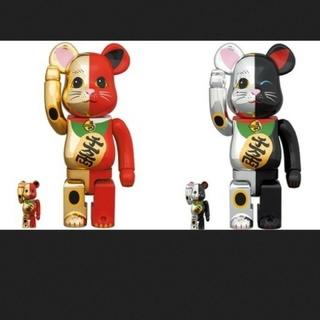 メディコムトイ(MEDICOM TOY)のBE@RBRICK ベアブリック 招き猫 金×赤/銀×黒 100%&400%(キャラクターグッズ)