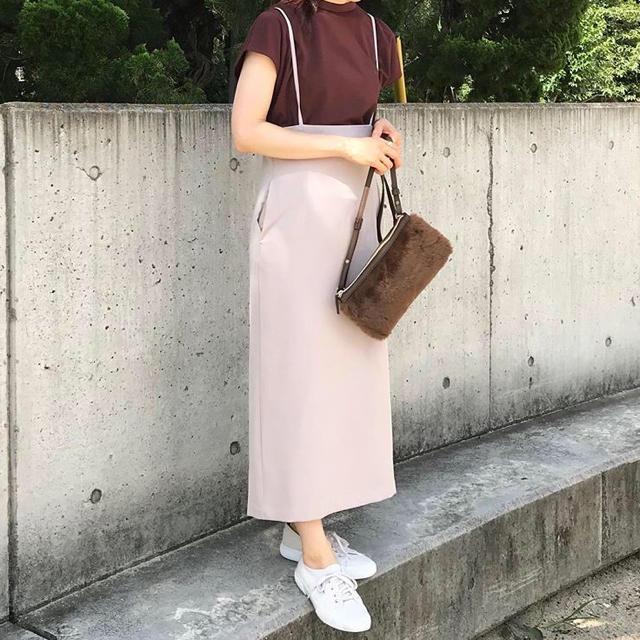 GU(ジーユー)の★新品 タグ付き GU ジーユー 美シルエット サスペンダー付きナロースカート レディースのスカート(ひざ丈スカート)の商品写真
