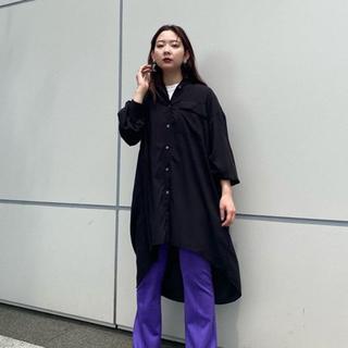 スライ(SLY)のSLY  無地のロングシャツ   黒(シャツ/ブラウス(長袖/七分))
