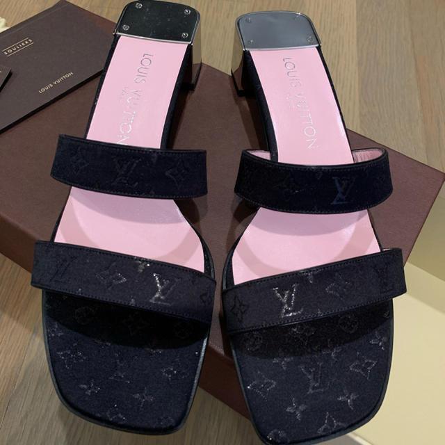 LOUIS VUITTON(ルイヴィトン)の未使用品 ルイヴィトン サテンサンダル 38 1/2 黒 ヴィトン LV レディースの靴/シューズ(サンダル)の商品写真