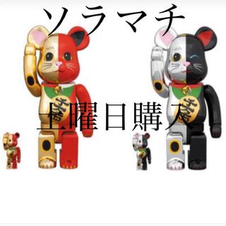 メディコムトイ(MEDICOM TOY)のBE@BRICK 招き猫 金×赤 銀×黒 100%&400% 2個セット(フィギュア)