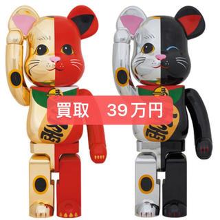 メディコムトイ(MEDICOM TOY)のBE@RBRICK 招き猫 金×赤 銀×黒 1000% 2体セット(その他)