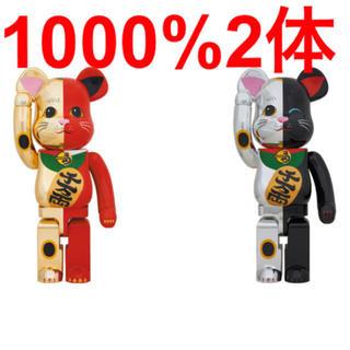 メディコムトイ(MEDICOM TOY)のBE@RBRICK 招き猫 金×赤 銀×黒 1000% 2体セット(フィギュア)
