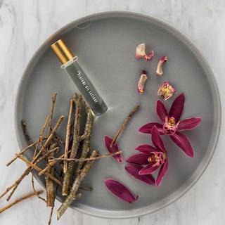 オゥパラディ(AUX PARADIS)のパフュームオイルファクトリー 30 Lavender , Sandalwood(香水(女性用))