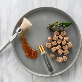 オゥパラディ(AUX PARADIS)のパフュームオイルファクトリー 17 brown sugar sandalwood(香水(女性用))