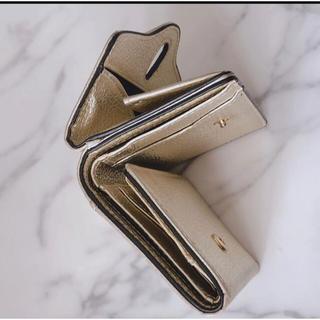 ユナイテッドアローズ(UNITED ARROWS)の未使用に近いHASHIBAMI ハシバミ ゴールドの折りたたみ財布 レザー 現品(財布)