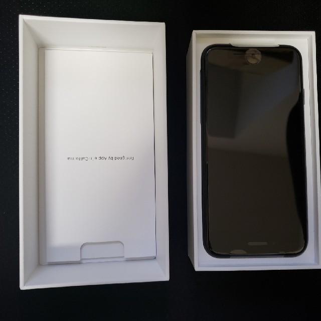 新品 未使用 simフリー iPhone se 64GB ブラック  スマホ/家電/カメラのスマートフォン/携帯電話(スマートフォン本体)の商品写真