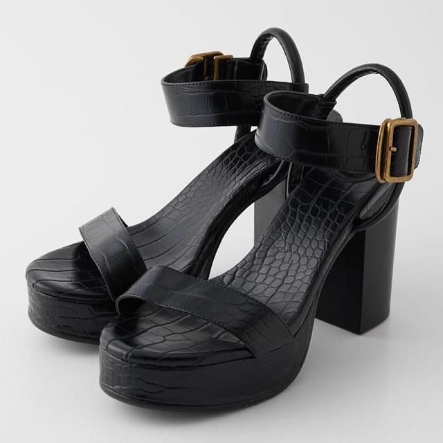 SLY(スライ)のSLY EMBOSS CHUNK HEEL サンダル レディースの靴/シューズ(サンダル)の商品写真