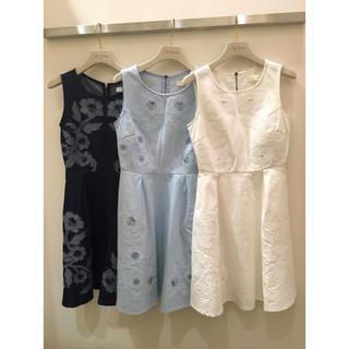 リリーブラウン(Lily Brown)のLilyBrown デニム刺繍ワンピース ホワイト サイズ1(ミニワンピース)