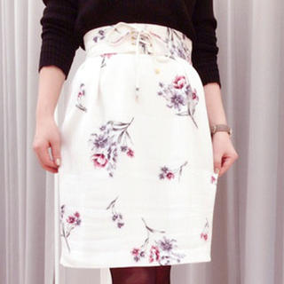 Noela - 【新品】Noela  花柄スカート