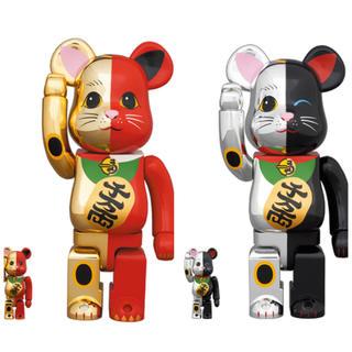 メディコムトイ(MEDICOM TOY)のBE@BRICK 招き猫 金×赤 銀×黒 100%&400% 2個セット(その他)