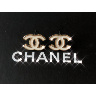 CHANEL - 非売品 CHANEL PIERCE WHITE × GOLD