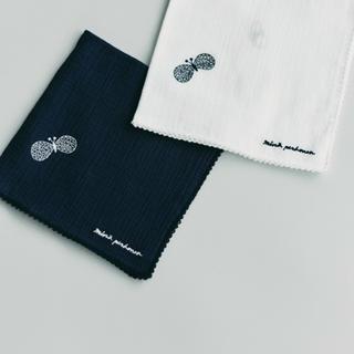 ミナペルホネン(mina perhonen)のミナペルホネン  choucho ハンカチ 2020 ネイビー新品(ハンカチ)