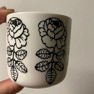 マリメッコ(marimekko)のマリメッコ ヴィヒキルース白 ラテマグ一つ(グラス/カップ)
