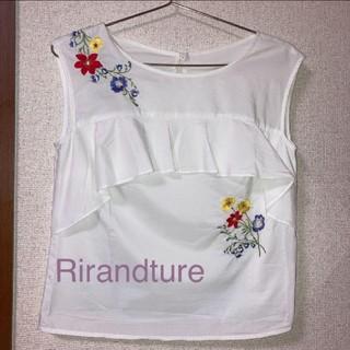 リランドチュール(Rirandture)のRirandture 花柄刺繍フリルブラウス ホワイト(シャツ/ブラウス(半袖/袖なし))