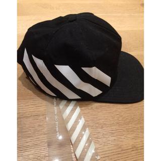 オフホワイト(OFF-WHITE)のoffwhite バイアスストライプ cap 黒 ラバータグ付き オフホワイト(キャップ)