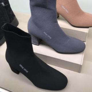 ミュウミュウ(miumiu)のミュウミュウ  可愛い ショートブーツ black 38 1/2(ブーツ)