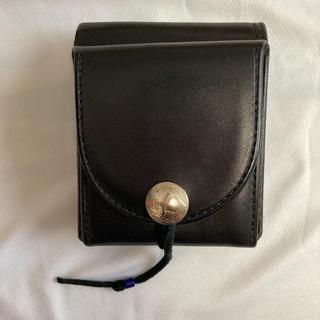 ゴローズ(goro's)の【極美品】ゴローズ 新型二つ折り財布 黒(折り財布)