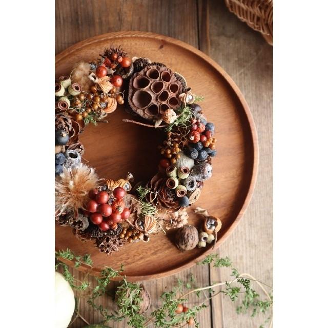 ごろっと赤い木の実のリース。秋色コロコロハロウィンリース。ドライフラワーリース ハンドメイドのフラワー/ガーデン(リース)の商品写真