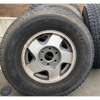 シボレー(Chevrolet)のC/K1500 サバーバン純正ホイールスタッドレスタイヤ付き(タイヤ・ホイールセット)