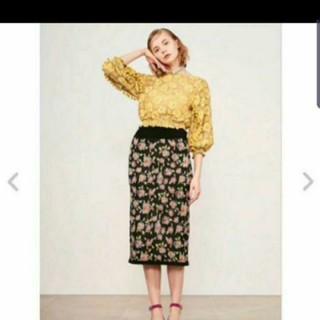 リリーブラウン(Lily Brown)のリリーブラウン花柄ニットタイトスカート(ひざ丈スカート)