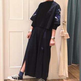マメ(mame)のmame 刺繍Tシャツ(Tシャツ(半袖/袖なし))