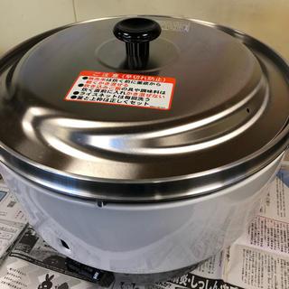 リンナイ(Rinnai)の2019年製新品未使用リンナイ都市ガス8L(4升)業務用ガス炊飯器(調理道具/製菓道具)