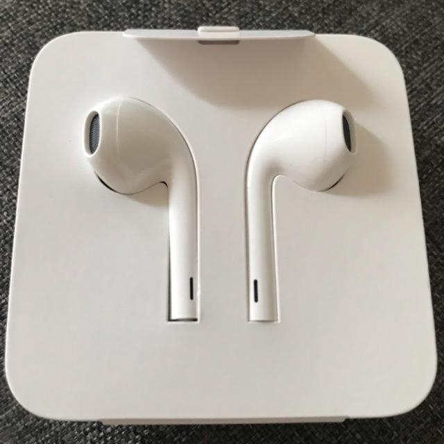 Apple(アップル)のiPhone付属品 Apple純正イヤホン スマホ/家電/カメラのオーディオ機器(ヘッドフォン/イヤフォン)の商品写真