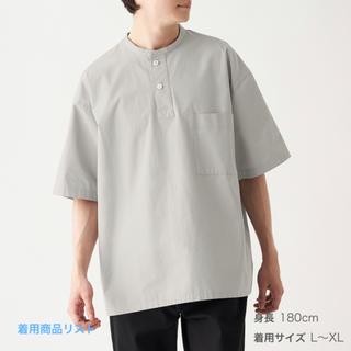 ムジルシリョウヒン(MUJI (無印良品))の新疆綿スタンドカラープルオーバー半袖シャツ S~M・グレー(Tシャツ/カットソー(半袖/袖なし))