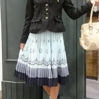 アクシーズファム(axes femme)のアクシーズファム パネル刺繍プリーツスカート(ひざ丈スカート)