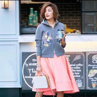 チェスティ(Chesty)のchesty ピンクスカート ミモレ サテン ステッチ フレア 美品(ロングスカート)