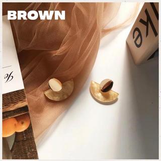 ディーホリック(dholic)の新作|即購入可⭐️ハーフムーン ピアス★オーバル★韓国♥brown(ピアス)