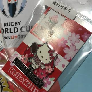 サンリオ(サンリオ)のラグビーワールドカップ 日本代表xキティ  キーホルダー&ピンバッジ(ラグビー)