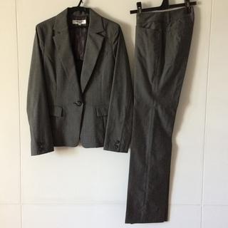 ナチュラルビューティーベーシック(NATURAL BEAUTY BASIC)の通勤服 パンツスーツ グレー(注)上下サイズ違い M・XSスーツ(スーツ)