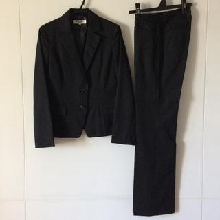 ナチュラルビューティーベーシック(NATURAL BEAUTY BASIC)の通勤服 パンツスーツ 黒・ピンストライプ (注)上下サイズ違い S・XS (スーツ)