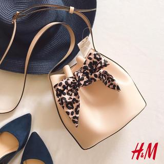 エイチアンドエム(H&M)の新品タグ H&M エイチアンドエム ミニ 巾着 ショルダーバッグ ヒョウ柄 皮革(ショルダーバッグ)